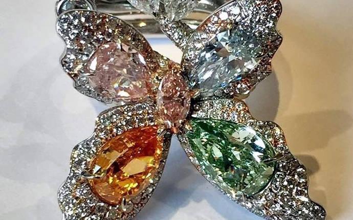 Diamantes fastuosos en la feria de Joyería de Singapur