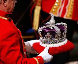 Un imperio resumido en una joya: La Corona Británica