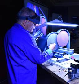 """""""Éxito abrumador"""" del primer curso internacional de reparación de relojes"""