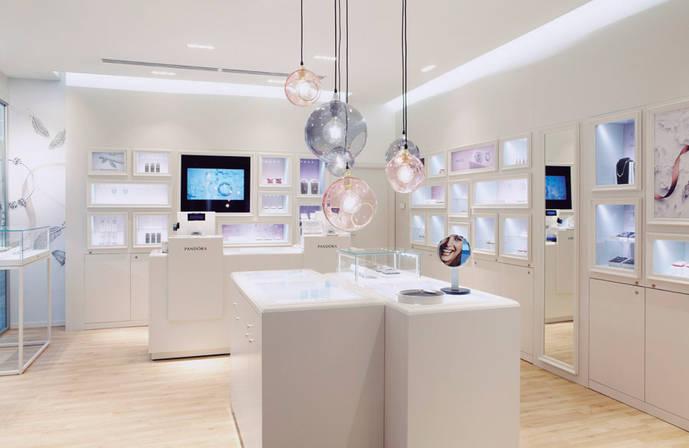 Pandora estrena hoy su segunda boutique en Málaga
