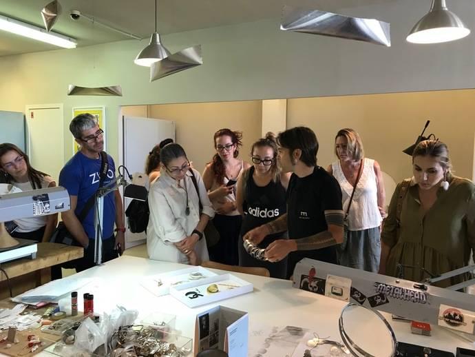 Alumnos del workshop InJewelry Barcelona durante su visita a la empresa Majoral Joyas.