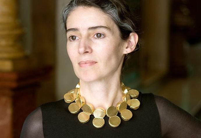 La escultora y diseñadora de joyas Blanca Muñoz ingresa en la Real Academia