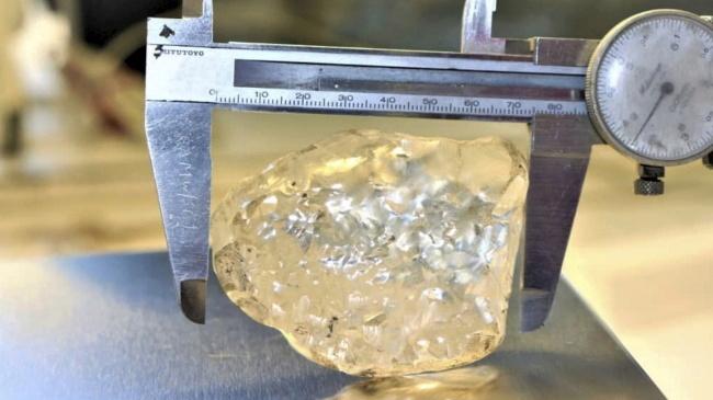 Aparece en Botswana el tercer diamante en bruto más grande del mundo: 1.098 quilates