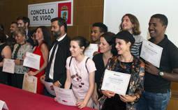 Algunos de los alumnos y profesores durante la ceremonia de entrega de las titulaciones.