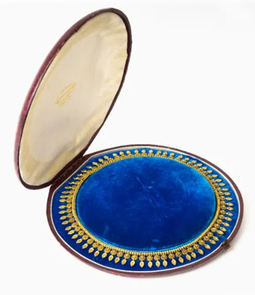 El supuesto collar de estilo etrusco falso que resultó auténtico