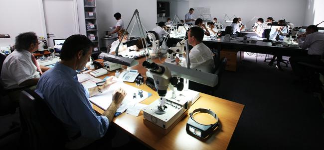 Una de las oficinas del laboratorio gemológico IGI.