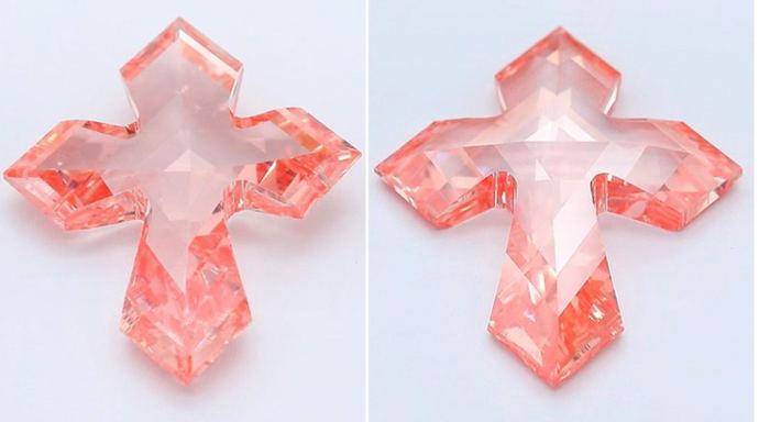 Diamante sintético rosa en forma de cruz de 5 quilates