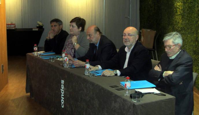 Representantes del JORGC (Presidente, Francesc Fayos, Presidente de los Artesanos,  Josep Cayellas y Director General Joan IgnasiMoreu) y a los de la AEJPR (Vicepresidente, José Antonio Cadarso  y a Giovanna Tagliavia, responsable además de IberjoyaForever).