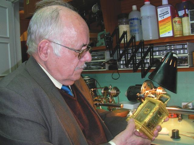 Muere Juan José Ontalva, el gran maestro relojero