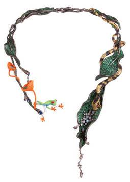Collar 'Un rincón de la selva' finalista en la pasada edición y creado por Zhang, Simin (China).