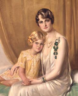 Retrato de la empresaria con la joya. La acompaña Nedenia, hija del segundo matrimonio con Edward Hutton (1875-1972) que posteriormente se convertirá en la actriz y también filántropa Dina Merrill.