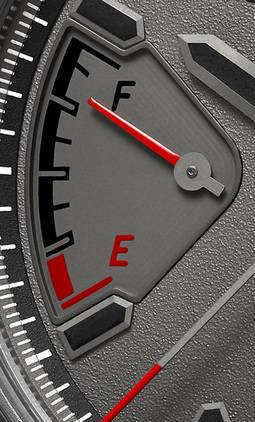 Detalle del aviso de reserva de marcha, un guiño al nivel de gasolina de los automóviles.