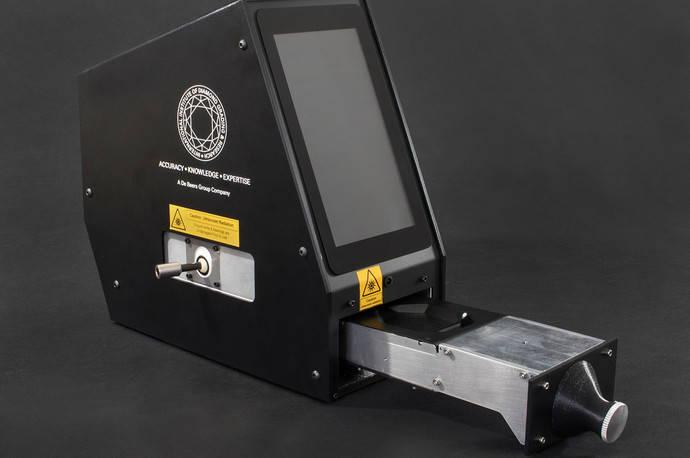 De Beers presenta también su propio detector portátil de diamantes sintéticos