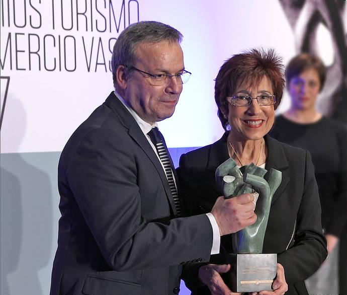 La fundadora de Joyerías Zuluaga, premiada por su Trayectoria en el comercio vasco
