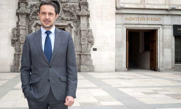 Santiago Gil de la Rosa es el presidente de la Asociación Española de Montes de Piedad