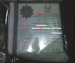 Imagen del documento falsificado, con los campos fraudulentos señalados.