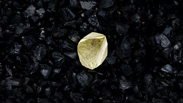 Un gran diamante amarillo homenajea a la vacuna rusa contra el Covid-19