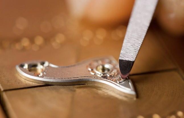 A. Lange & Söhne, vanguardia y tradición en el grabado relojero