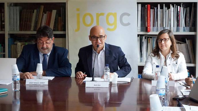 Álex Riu (centro), junto a José Miguel Serret y Gemma López durante una presentación de resultados del Colegio.