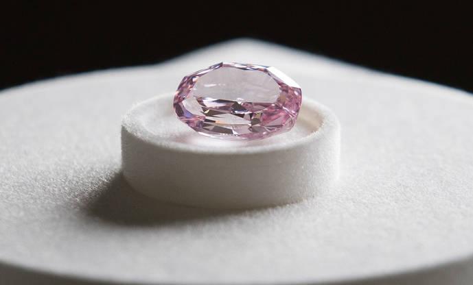 Rusia exhibe algunos de sus diamantes de color más preciados