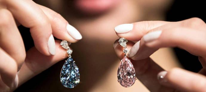 Nuevo récord mundial en subasta para unos pendientes con diamantes de color