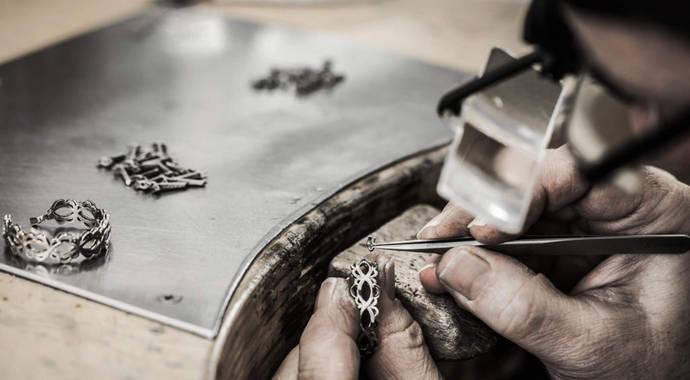 Los artesanos joyeros ven en la Red la vacuna contra la crisis Covid