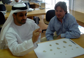 El presidente de la Bolsa de Dubai, Ahmed Bin Sulayem durante una subasta de diamantes. Foto de archivo.