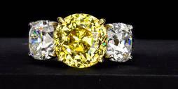 Joyería Art Decó y diamantes fancy en Bonhams