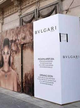 Cartel anunciando la próxima apertura de Bulgari en la 'milla de oro' de Palma de Mallorca.