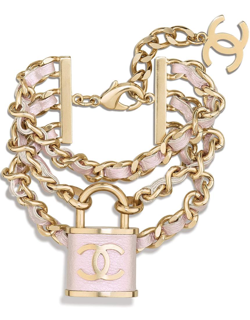 El verano según Chanel: dorados fulgurantes y cadenas superlativas