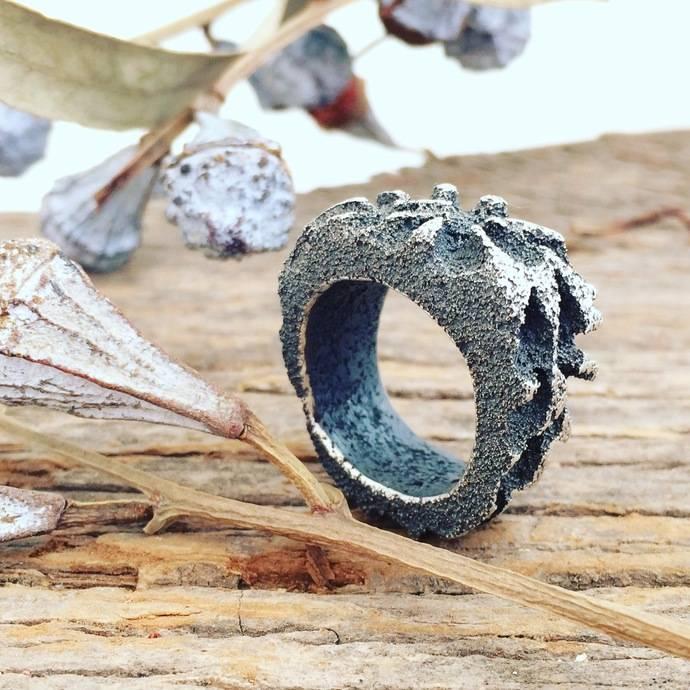 Armonía de formas y texturas en la joyería de Chantal Capdevilla