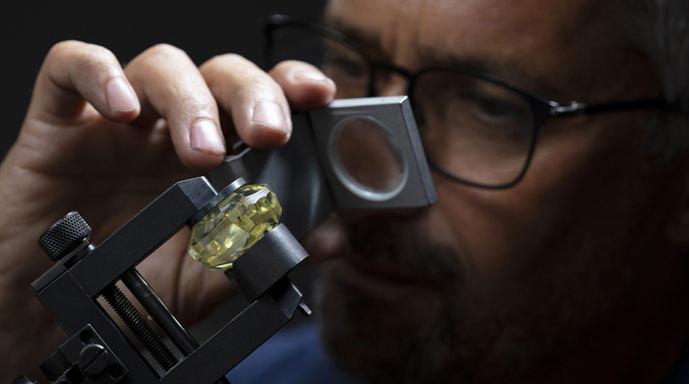 Christies subastará el mayor diamante amarillo encontrado en América del Norte