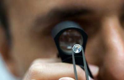 El mercado del diamante mantiene el tipo y augura mejoras