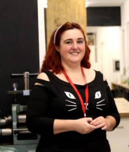 Elisa Generoso en el taller de Lalabeyou, donde también ha ampliado su formación como joyera.