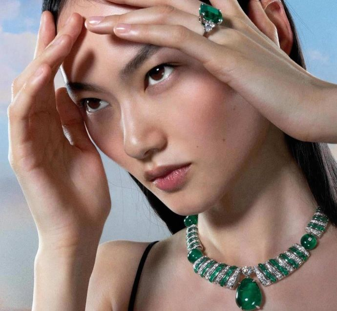 Emerald Ellipse: collar 'magnífico', de mujeres para mujeres