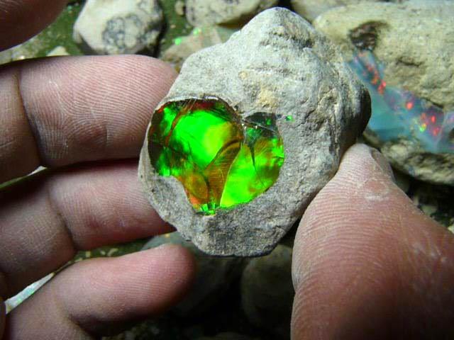 Un laboratorio suizo analiza los reciente yacimientos de zafiros y esmeraldas en Etiopía