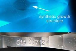 Arriba, estructura de crecimiento típica de los diamantes sintéticos. Abajo, número de certificado GIA en el filetín. Foto: GIA