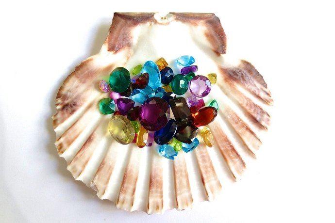 Las piedras preciosas de colores captan más la atención del consumidor y del comercio