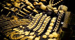 La demanda de oro para joyería se desploma mientras la inversión se dispara