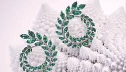 Pendientes de oro blanco y esmeraldas de la colección Green Carpet.