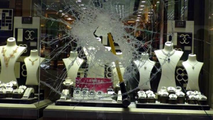 <div>Un robo inquietantemente <em>fácil</em>: Siete segundos para un diamante de 650.000$</div>