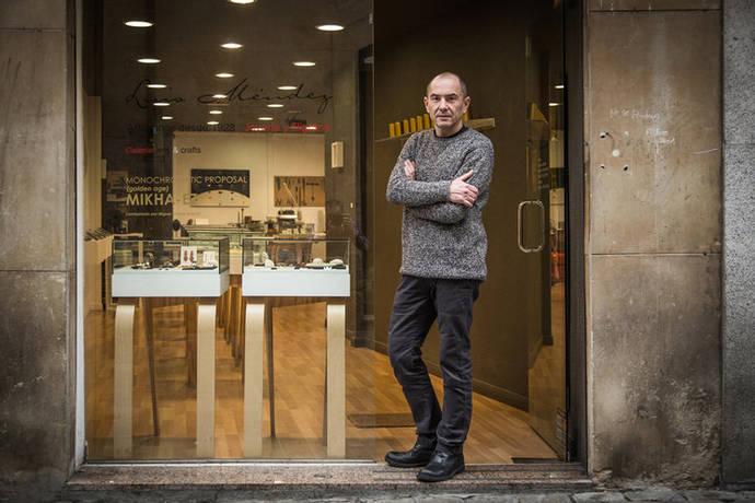 Vanguardia y tradición en la galería Luis Méndez: 2+1