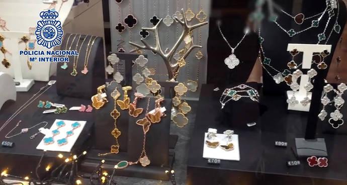 Dos detenidos en Málaga por la venta de joyería falsificada