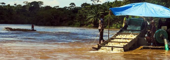 Búsqueda de oro en la República Democrática del Congo, uno de los países señalados por el tráfico y la financiación de grupos armados. Imagen: Global Witness.