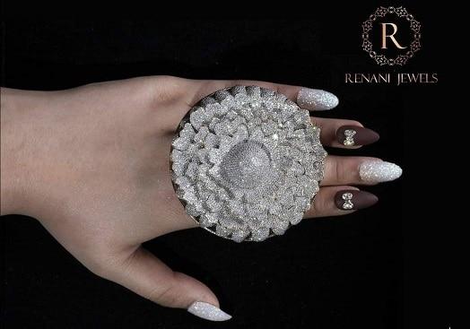 Otro anillo de récord: más de 12.600 diamantes engastados