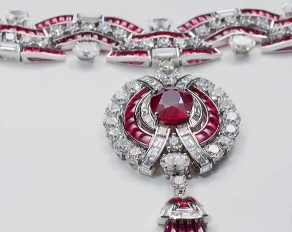 Collar Ruby Metamorphosis, de 'Magnifica'