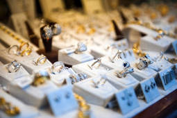 Diamantes Carrera lanza un servicio de liquidación de stock para joyerías