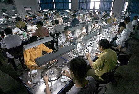 Los clientes de De Beers buscan una salida en el diamante sintético