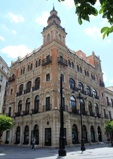 Tous adquiere un edificio de Sevilla emblemático