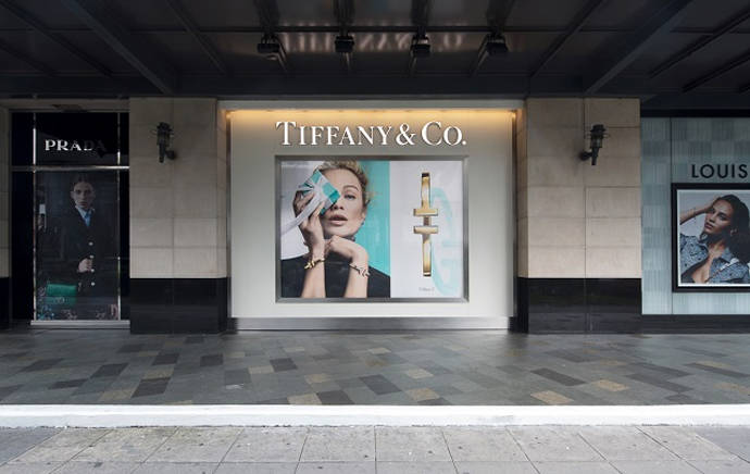 Las protestas y el Covid podrían descarrilar la compra de Tiffanys